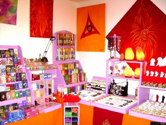Bienvenue à tous , 354 jeux , tarots , oracles  vous attendent sur la boutique , des encens  à 1,10 euro , des tapis de voyance à 17 euro  , des bougies de couleur à 0,70 euro , des  boules de voyance , de la sauge  californienne ..............
