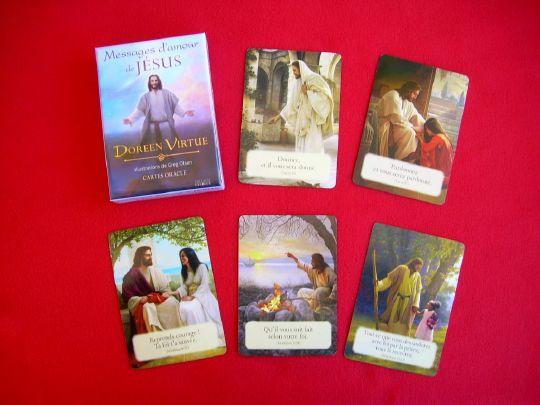 Dans ce magnifique coffret de 44 cartes, Doreen Virtue souhaite partager son amour et son respect pour Jésus ainsi que ses messages inspirants tirés des Évangiles. Chaque carte est illustrée d'une image de Jésus réalisée par l'artiste Greg Olsen