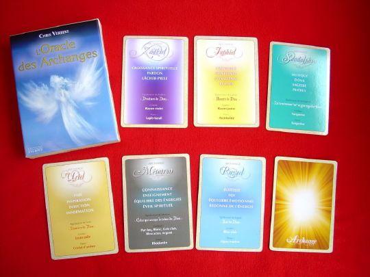 le mot « archange » dérive des termes grecs « archi », qui signifie « premier, principal », et « angelos » qui signifie « messager de Dieu ». Les archanges sont donc les messagers de Dieu. Ils propagent la lumière et l'amour sur Terre