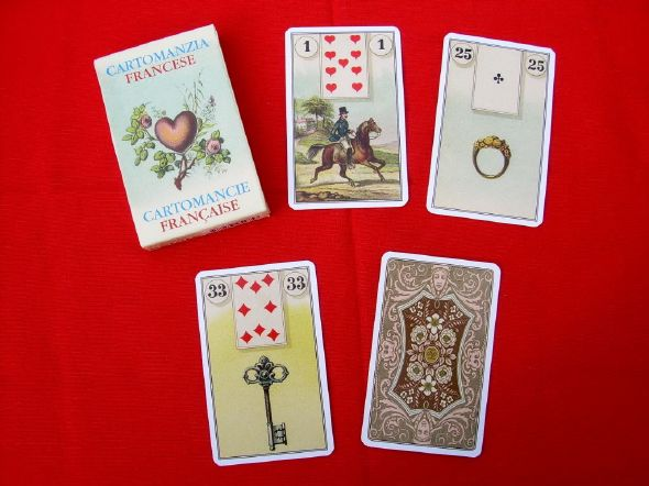 The French cartomancy of Madame Lenormand, a game illustrated by images of everyday life, your clairvoyance will be very easy with this game, for direct divination, to become cartomancienne, clairvoyant or medium, seeing