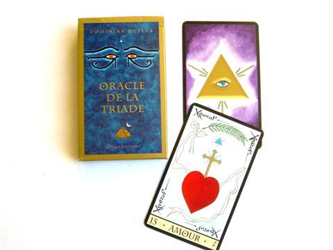 superbe Oracle de la Triade dont la symbolique des nombres et des lettres s'interpénétrent . il associe traditions et religions du bassin méditerranéen et tradition bouddhique , c'est un jeu puissant , repose sur la symbolique du chiffre 3