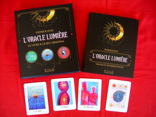 L'Oracle Lumière, est d'une rare qualité artistique, avec des jeux de formes