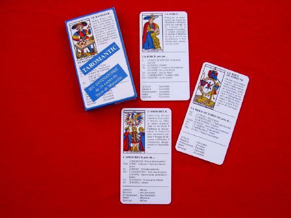 la façon la plus simple d'entrer dans l'univers symbolique du Tarot de Marseille , les 22 arcanes majeures et les 4 as , reprend les significations principales et les influences des cartes voisines sorties lors du tirage , très facile à interpréter